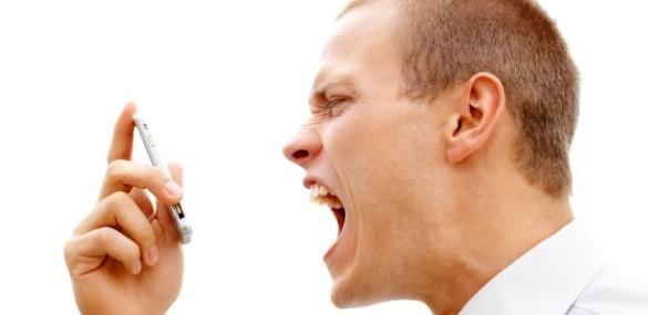 homem-gritando-com-o-celular-reclamacao-direito-do-consumidor-procon-1305294858210_615x300
